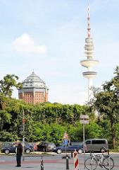 Blick zum Schanzenpark im Hamburger Stadtteil Sternschanze - Hotelgebäude im Wasserturm - Hamburger Fernsehturm.