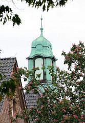 Giebelturm, Kupferturm auf dem Dach des historischen Gebäudes Kinderkrankenhaus Altona.