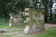 Steinskulpturen - Kunst im öffentlichen Raum, Grünanlage Osdorfer Born.