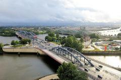 Norderelbbrücken und Freihafenelbbrücken über die Elbe; Blick von Hamburg Rothenburgsort zur Veddel und dem Kleinen Grasbrook.
