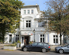 Historisches Gebäude des Mühlenkamper Fährhauses - Anlegestelle der Alsterdampfer; erbaut 1916