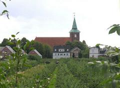 Obstanbaugebiet Hamburg Neuenfelde St.  Paankratiuskirche 06_2003.