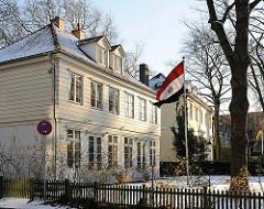 Historische Bebauung, klassizistischer Fachwerkbau; Gartenhaus Fontenay von 1820 - steht unter Denkmalschutz.