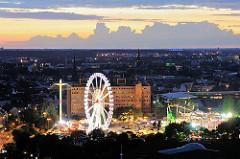 Dom auf dem Heiligengeistfeld - Jahrmarkt in Hamburg - Bilder aus Hamburg St. Pauli - Riesenrad und Lichterglanz - Wolken am Abendhimmel.