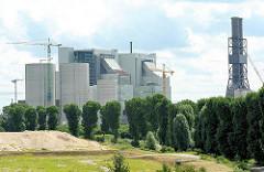 Baustelle des Kohlekraftwerks im Hambuger Stadtteil Moorburg - Blick von Hamburg Altenwerder zum entstehenden Kraftwerk.
