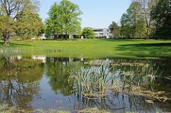 Reemtsma Villa und Teich im Reemtsma Park - Bilder aus Hamburg Othmarschen.