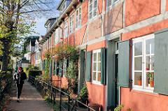 Historische Hamburger Architektur - Lotsenhäuser im Stadtteil Othmarschen; Fachwerkarchitektur an der Elbe.
