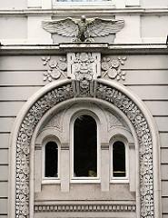 Fassadenschmuck Wohngebäude HH-Hohenfelde - Adler als Stuckdekor - Historismus in der Hamburger Architektur.