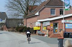 Geschäfte auf dem Lande - Gartenbedarf und Reitartikel - Hamburg Kirchwerder.