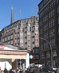 Hamburgs Kontorhausviertel - expressionistische Klinkerarchitektur - Montanhof - Restaurant.