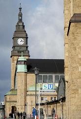 Uhrenturm des Hamburger Hauptbahnhofs.