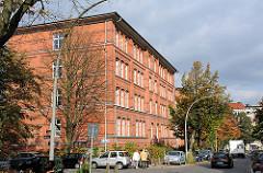 Hamburgs historische Architektur - Bilder aus Hamburg Hohenfelde, Schulgebäude roter Backstein.