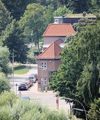 Blick auf das historische Gebäude Lawaetzhaus in Hamburg Ottensen.