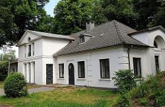 Nebengebäude des Katharinenhofs im Blankenser Baurpark - Klassizistische Architektur Hamburgs; erbaut 1836 - Architekt Johann Matthias Hansen.