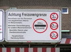 Hinweisschild Achtung Freizonengrenze am Alten Elbtunnel im Hamburger Freihafen - Zoll Douane.