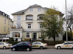 Taxistand Wohnhäuser am Beselerplatz - Stadtteil Groß Flottbek.