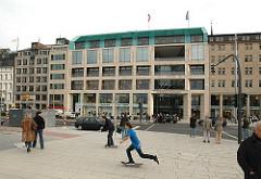 Einkaufspassage am Ballindamm - Eingang zur Europa Passage im Stadtteil Hamburg Altstadt.