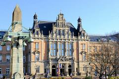 Blick zum Hamburger Strafjustizgebäude am Sievekingplatz; erbaut 1879 -82; Architekt der damalige Oberbaudirektor Carl - Zimmermann.