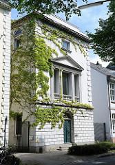 Klassizistisches Wohnhaus in der Altonaer Altstadt - Fotos Hamburger Architektur.