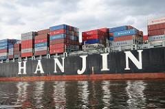 Schriftzug der HANJIN Reederei - sie hat ihren Sitz in Südkorea und gehört mit zu den größten Reedereien der Welt.