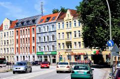 Farbige Gründerzeitgebäude in Hamburg Wilstorf - Wohnbebauung an der Haupverkehrsstrasse des Stadtteils.