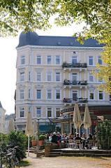Strassencafe in Ottensen - Mehrstöckige Wohngebäude in der Eulenstrasse.