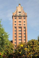 Frontansicht des Stellinger Wasserturms - Umbau zum Wohngebäude.