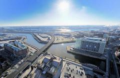 Luftansicht des Oberhafenkanals und er Oberhafenbrücke - Neubau auf der Ericusspitze - Hamburgs neuer Stadtteil Hafencity - Bezirk Hamburg Mitte.