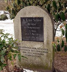 Gedenkstein, Grabstein von Ernst Schlee, Direktor des Realgymnasiums zu Altona - Begründer der Ältesten Deutschen Reformschule.