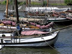Historische Schiffe im Oevelgoenner Museumshafen - Bilder aus Hamburg Othmarschen.
