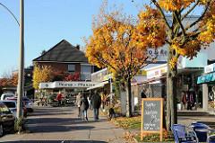 Geschäfte und Einzelhnandel in der Harksheider Strasse.