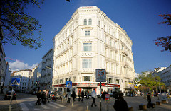 Weisse Gründerzeitarchitektur - Hotelgebäude Graf Moltke Hotel in Hamburg St. Georg - Fotos aus den Hamburger Stadtteilen.