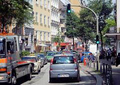 Strassenverkehr in Hamburg St. Georg - Autos in der Langen Reihe; Stau in HH-St. Georg.