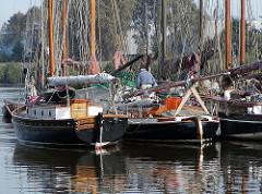 historische Fischerboote - Segelboote Fischfang - Finkenwerder Hafen.
