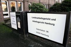 Schild Landesarbeitsgericht Arbeitsgericht Hamburg / Barmbek Süd.
