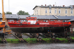 Schiffswerft am Harburger Werfthafen - Reparaturwerft - Löschboot der Feuerwehr - Harburger Schloss.