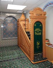Minbar / Kanzel in der Eyüp Sultan Camii, Hamburg Harburg.