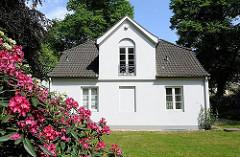 Heine Haus, erbaut 1832 - klassizistischer Putzbau - Gartenhaus am Heinepark in Hamburg Ottensen.
