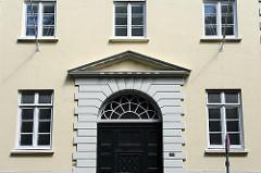 Hausfassade im Architekturstil des Klassizismus - Architekt Christian Frederik Hansen.