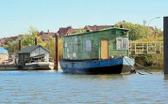 Arbeitsschiffe im Hamburger Spreehafen am Berliner Ufer.