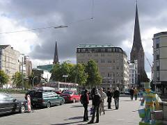 Baulücke nach dem Abriss des ehem. Hotel EUROPE / Europahaus am Ballindamm - Blick von der Reesendammbrücke / Jungfernstieg. Im Hintergrund der Tum der St. Petri Kirche.