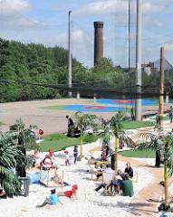 Driving Range mit Zielgrüns - im Hintergrund der 1848 errichtete 64 m hohe Wasserturm in Hamburg Rothenburgsort.