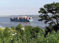 Falkenstein Sven Simon Park Elbblick -Containerschiff auf der Elbe
