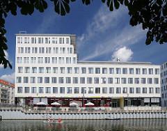 Barmbeker Strasse - moderne Bürogebäude am Osterbekkanal - Areal der Maschinenfabrik Kampnagel - Herstellung von Stückgutkrane.
