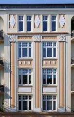 Architekturdetail Historismus Wohngebäude.