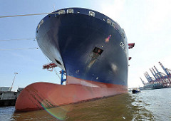 Schiffsbug Wulstbug Containerschiff Hamburgs Hafen