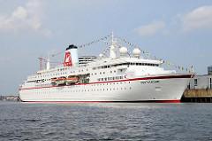 Das Kreuzfahrtschiff DEUTSCHLAND am Kreuzfahrtterminal in der Hamburger Hafencity. Das 1998 gebaute 175m lange Passagierschiff kann 518 Passagiere an Bord nehmen.