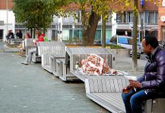 Sitzbänke/ Ruhezone in der Hamburger Innenstadt / Altstadt - Gertrudenkirchhof.