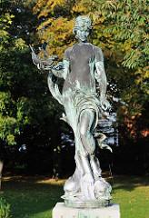 weibliche Brunnenfigur - Bronze.
