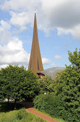 Kirchturm der Franz von Assisi Kirche in Hamburg Neuallermöhe.